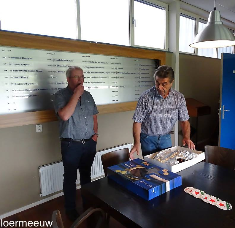Marktcommissie ESC overhandigt ledverlichting - Elburger SC
