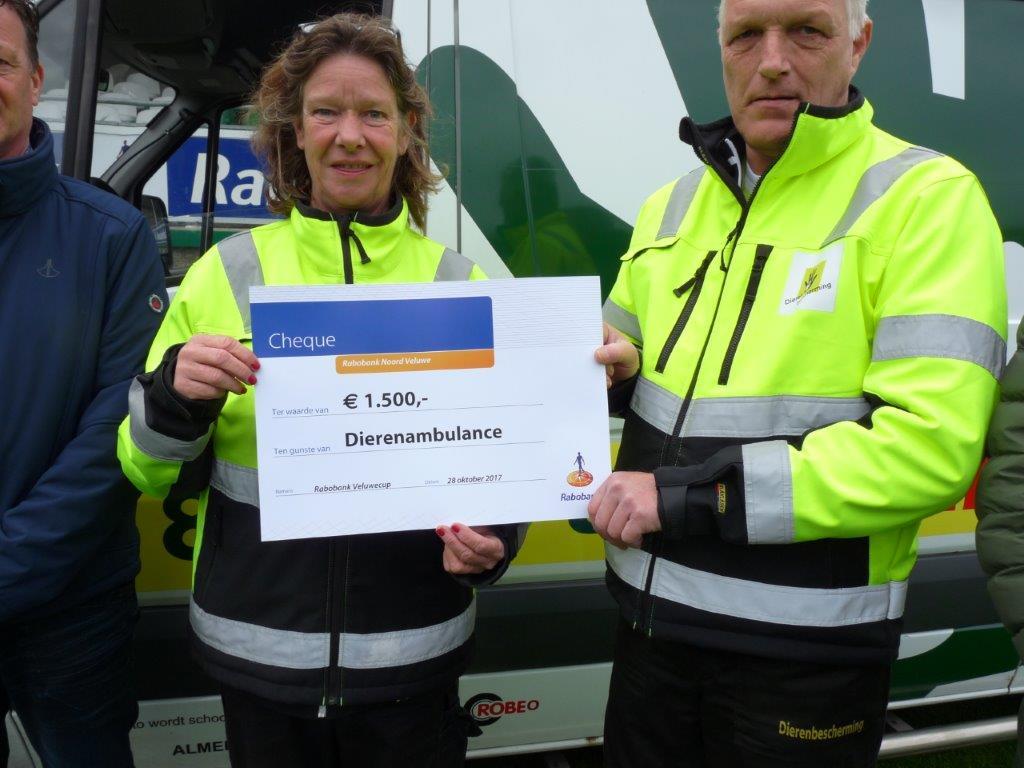 Rabobank Veluwecup schenkt mooi bedrag aan Dierenambulance - Elburger SC