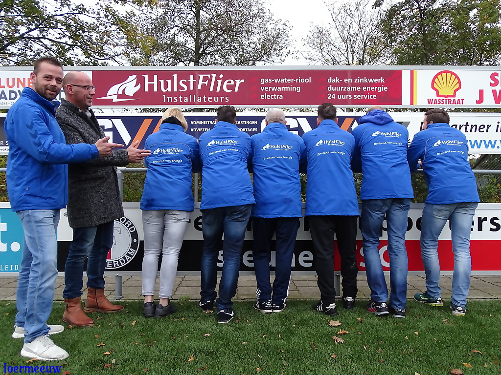 Nieuwe coachjassen voor de ESC jeugd dankzij HulstFlier Installateurs - Elburger SC