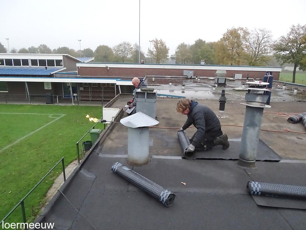 Nieuwe dakbedekking kleedkamers ESC - Elburger SC
