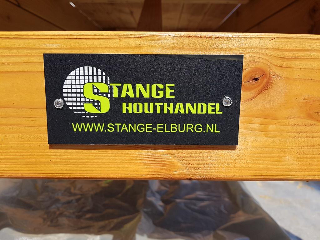 Stange Houthandel schenkt 2 picknicktafels - Elburger SC