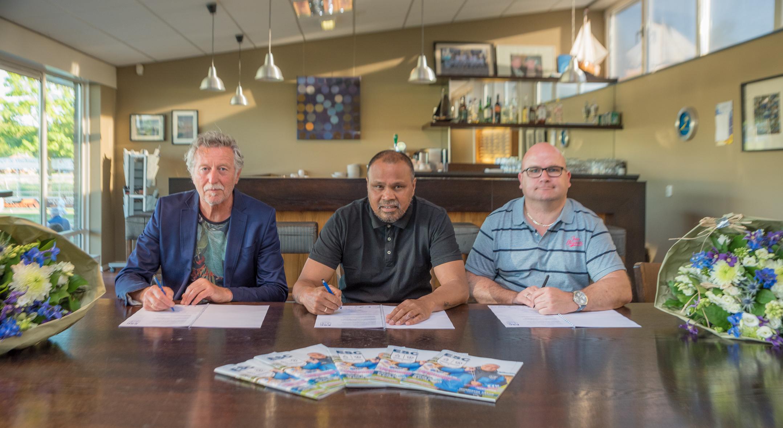 Trainers ESC 1 en ESC 2 ondertekenen contract - Elburger SC