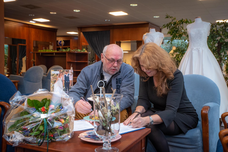Bruidstuin tekent nieuw bordsponsorcontract Elburger Sportclub - Elburger SC