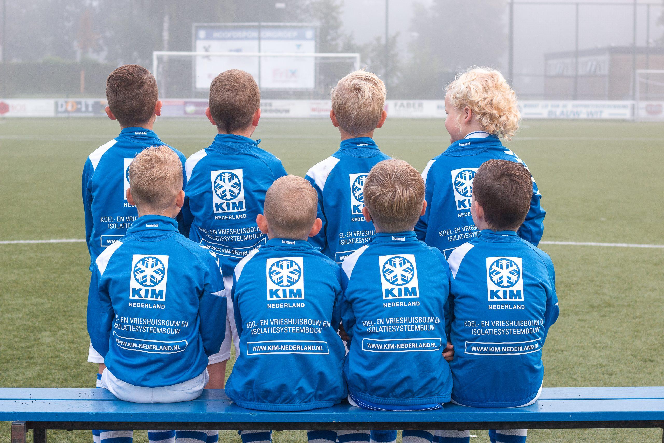 K.I.M. Nederland sponsor nieuwe trainingspakken JO9-1 - Elburger SC