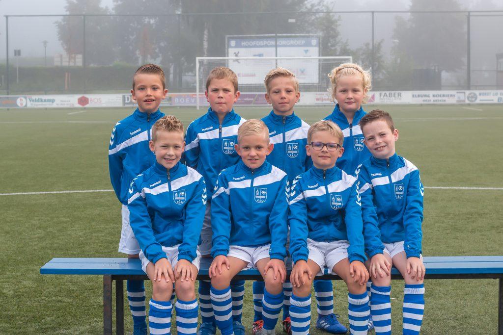 ElburgerSC - K.I.M. Nederland sponsor nieuwe trainingspakken JO9-1