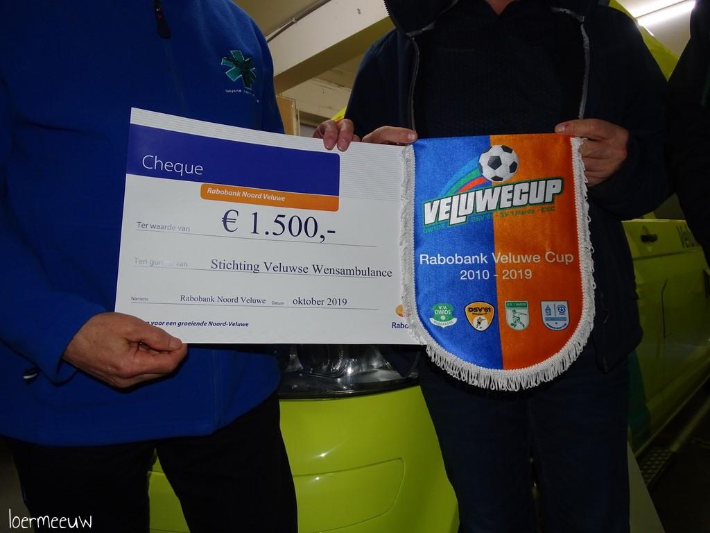 Uitreiking cheque Rabobank Veluwecup aan Stichting Veluwse Wensambulance - Elburger SC