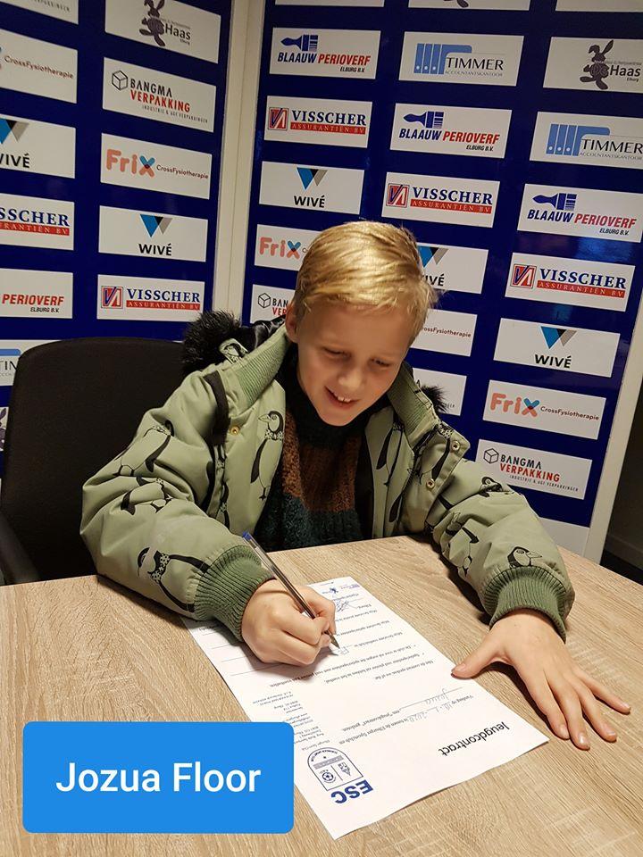 5 nieuwe jeugdleden tekenen jeugdcontract - Elburger SC
