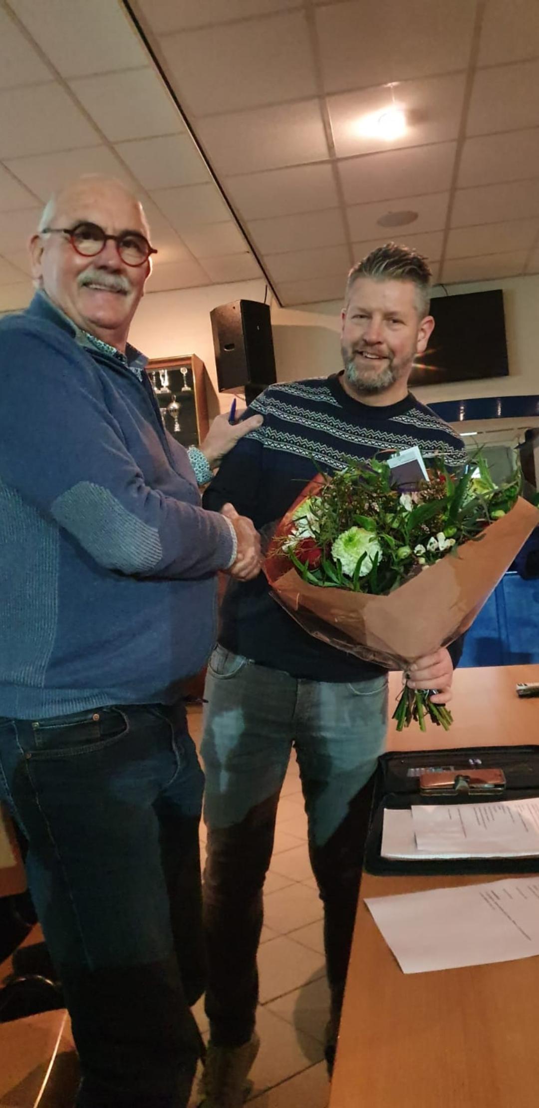 Organisatie Darttoernooi dankt Supportersvereniging Blauw Wit - Elburger SC
