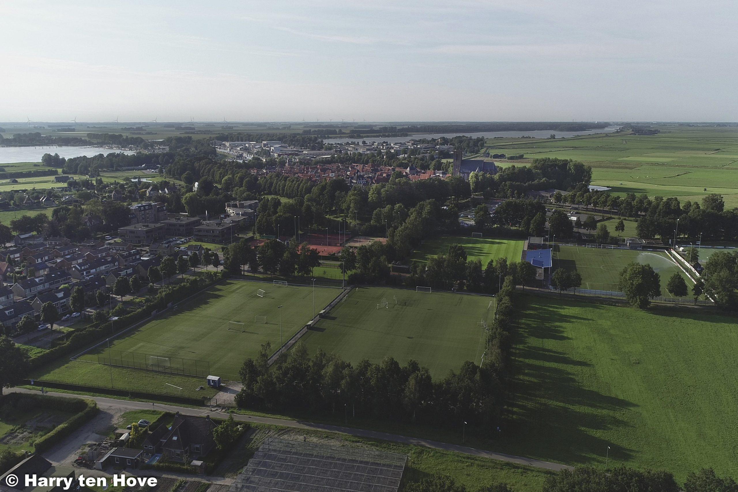 Luchtfoto's Burgemeester Bode sportpark - Elburger SC