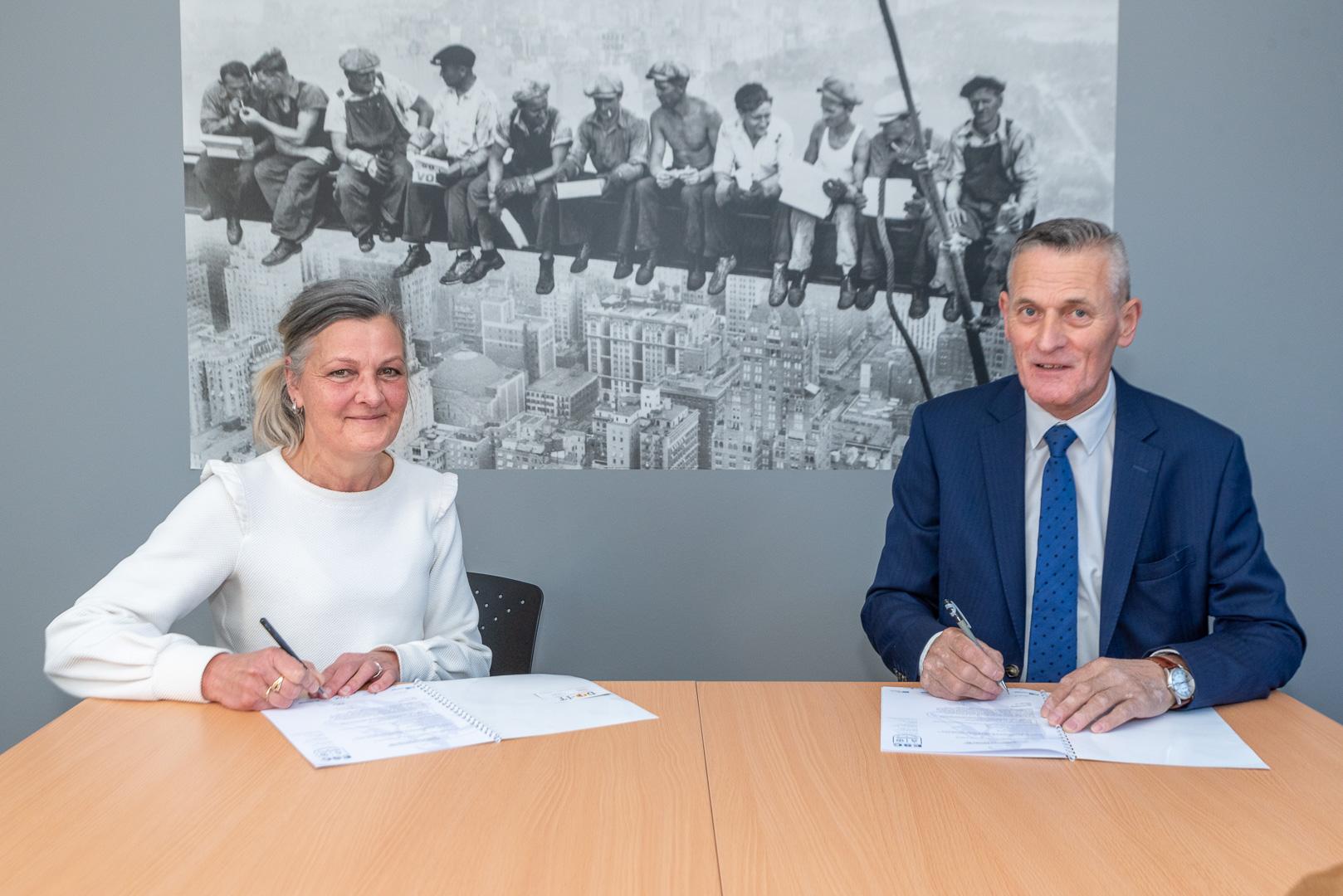 ElburgerSC - ESC verwelkomt nieuwe bordsponsor AK Blom Asbest