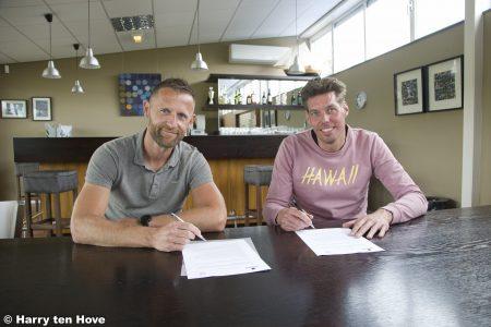 Siemen Lindeboom en Wilfred Westerhuis ondertekenen contract - Elburger SC